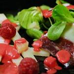 Ensalada de canónigos con jamón de pato a la vinagreta de frambuesas