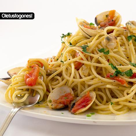 Ole tus fogones espaguetis con almejas o spaguetti a le - Espaguetis con almejas ...