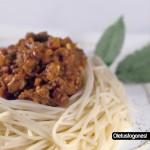 Espaguetis con ragú de salchichas picante