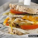 Sándwich de pollo con huevo
