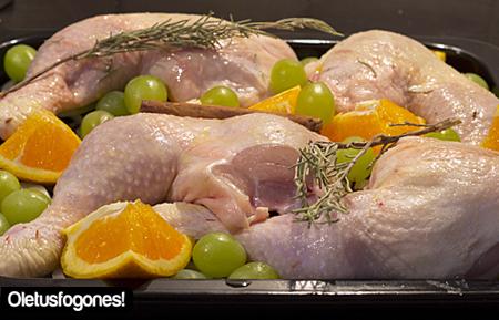 pollo-uvas-naranjas-como1
