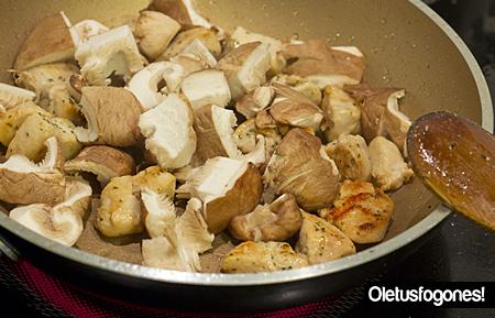 Pasta con pollo y setas shitake