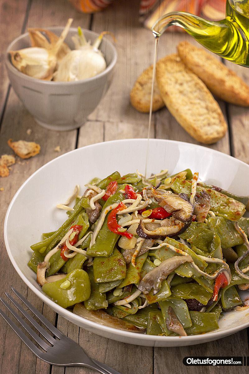 Ole tus fogones judias verdes salteadas con setas y gulas - Como hacer judias verdes ...