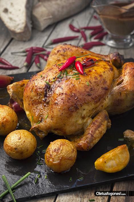 Pollo Piri Piri en plato de pizarra